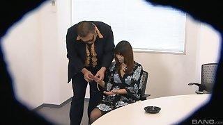 Asian bush-leaguer babe Yuki gets the brush pussy fingered by a stranger